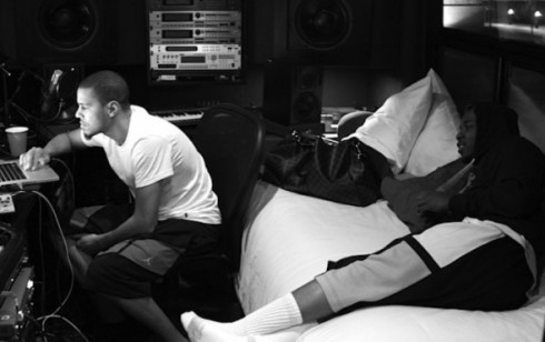 1351636192_J.Cole-and-Kendrick-Lamar-in-the-studio-590x371
